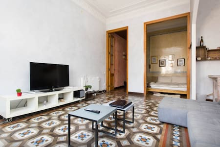 Charming apartment in one of the best areas of barcelona bars, restaurants , museums , cultural center)