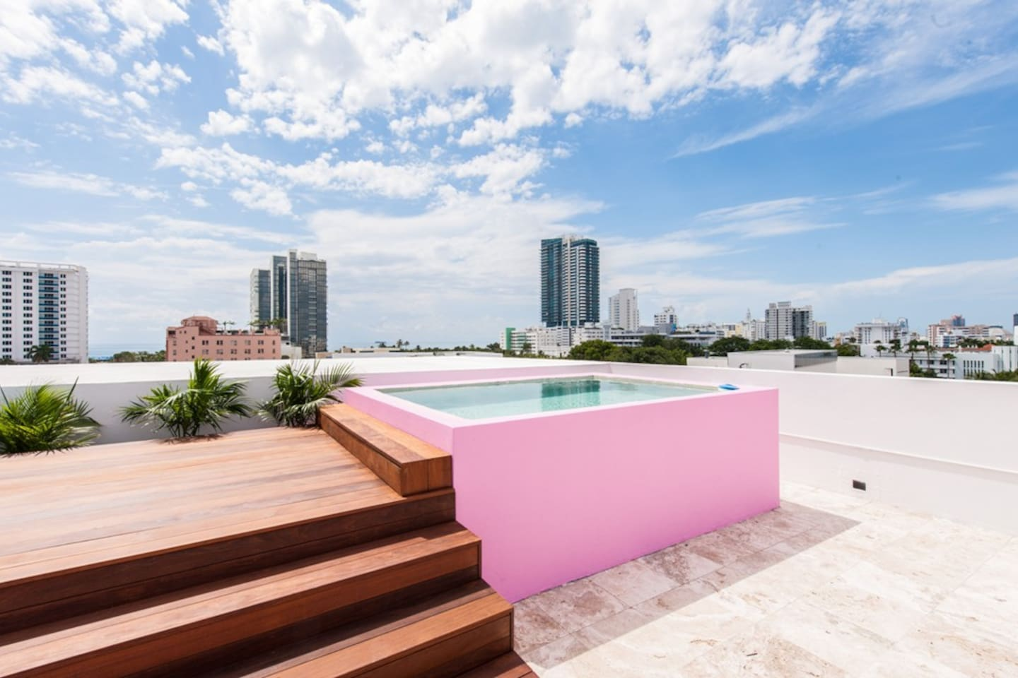 4 STORY TOWNHOME SOUTH BEACH 5BED