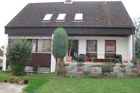 Wohnung in Einfamilienhaus - Apartemen