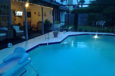 Florida Pool Home Close to Disney and Beaches - Ház