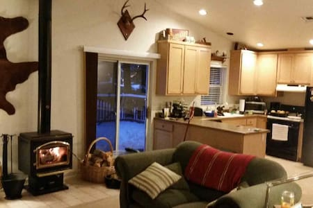 Cozy home--beautiful location near wineries/rivers - House