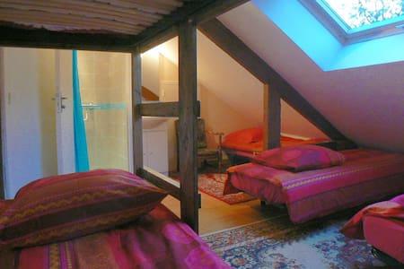Chambre familiale - LOUVIGNY - Bed & Breakfast