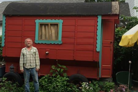 Garden Gypsy Wagon - Minneapolis - House
