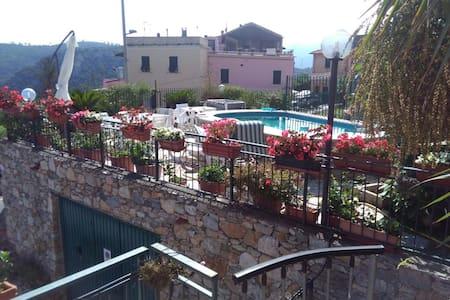 Appartamento in Villa 2km Finale Ligure vista mare - Finale ligure