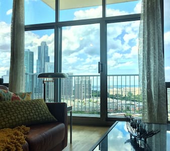 Chic 1bd Great Location Lake Views
