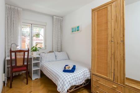 Single room in cosy appartment - Madrid - Apartamento