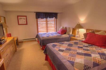 Avon Center - Hotel Room Silver #401-A - Lyxvåning