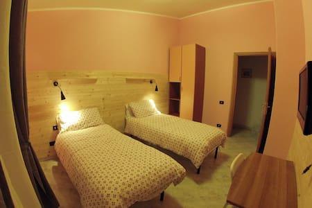 Il Veliero bnb Roma (orange room) - Bed & Breakfast