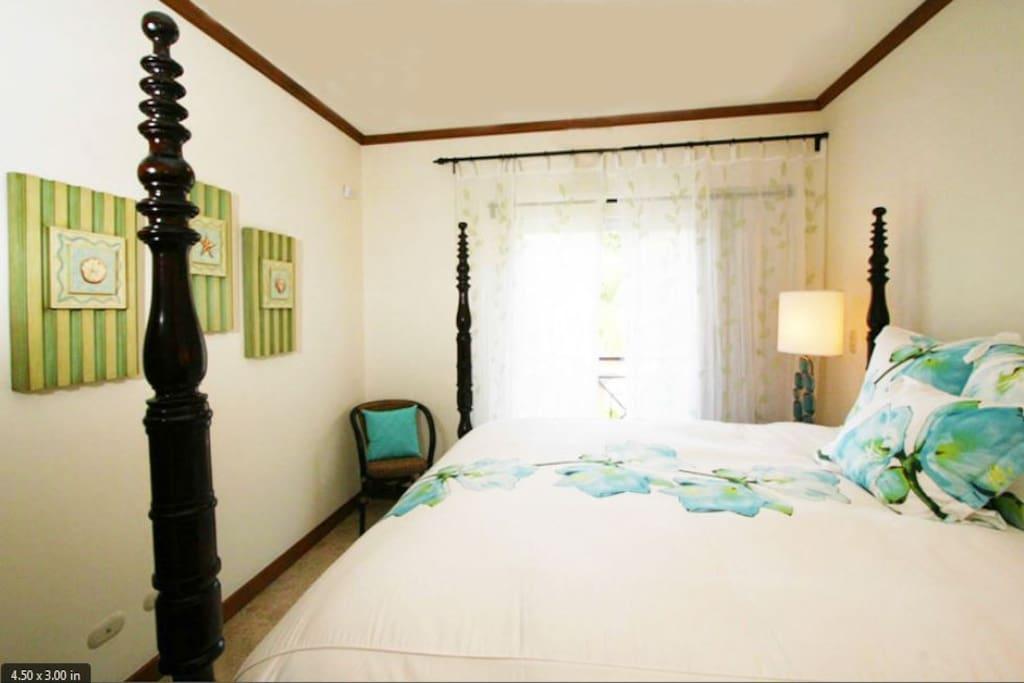 Bedroom KING bed