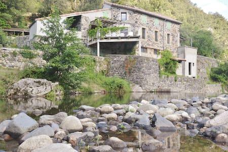 Gîte Les pieds dans l'eau - Pont-de-Labeaume - Casa