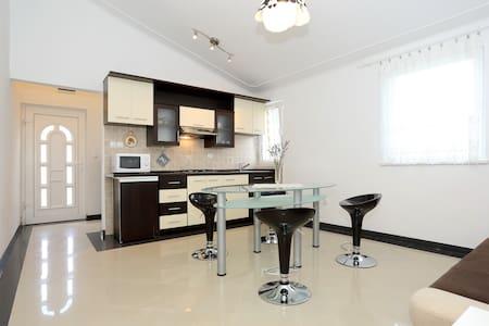 nice & cozy apartment near sea no1 - Gornji Karin