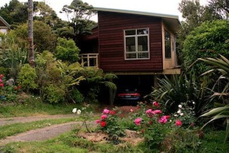 Bush Sand and Sea Bed & Breakfast - Bethells Beach