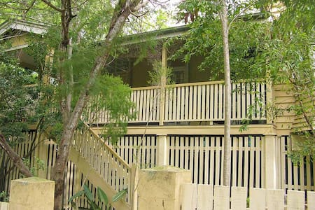 A home to yourself hidden among trees and wildlife - Toowong