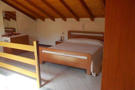 casa glicine sulle alture del lago Maggiore - Premeno - Appartamento