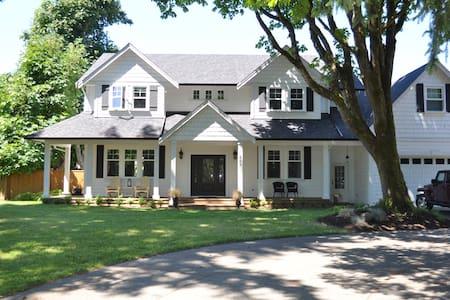 Comox Farmhouse Inspired Retreat - House