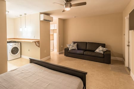 Newly Renovated Studio, Quiet and Clean! - Apartment