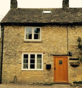 18th Century Country Cottage - Shipton under Wychwood - House