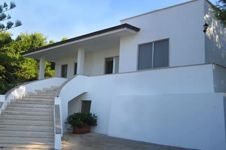 Nuovissimo appartamento 5 posti 300 m. dal mare - Torre Vado