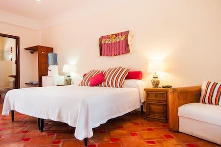 Casa Caribe, Mango Room, Upper Level - Bed & Breakfast