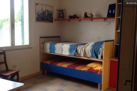 Camera da letto doppia in affitto - Rumah