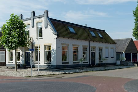 B&B in characteristic Fries cafe - Noordwolde - Lakás