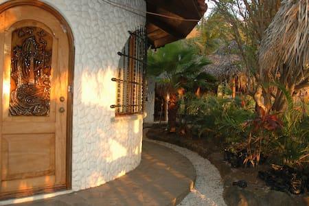 TAMARINDO -COSTA RICA - OCEAN VIEW CABIN 1 - Sommerhus/hytte