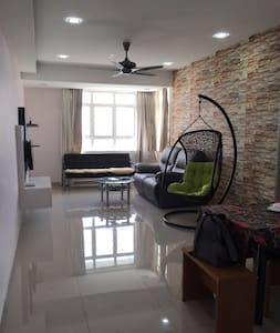 Bright & Breezy Apartment in Taman Perling - Apartment