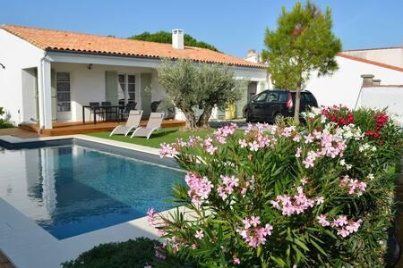 Superbe villa avec piscine chauffée - La Flotte - Villa