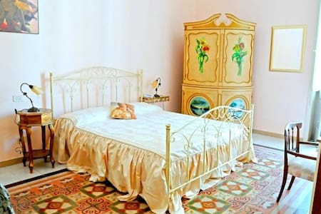 Ampia stanza conbagno privato Lecce - Bed & Breakfast