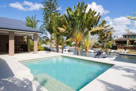 Easy walk to beautiful beaches, lakeside parks, new tram,  new mall, restaurants and anything else you need. Boating, fishing, and swimming right from the backyard. Full access to whole house. kitchen, bbq, pool &  3 outside entertaining areas.