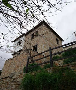Saint Lawrence, traditional stone house. - Agria