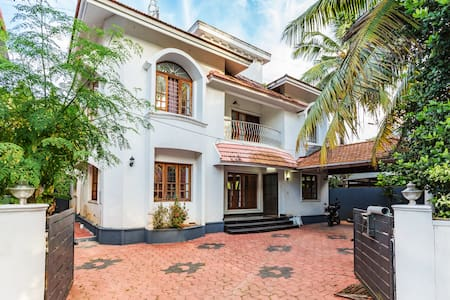 Fully Furnished( Self Serve)Villa-Vazhakkala Kochi - Bungaló