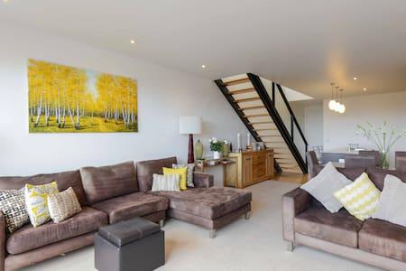 Million dollar views in ❤️ of St K - Saint Kilda - Apartment