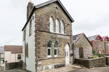 Victorian building:modem facilities. Nr Cardiff - Outros