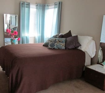 Spacious room with private shower - Chilliwack - House