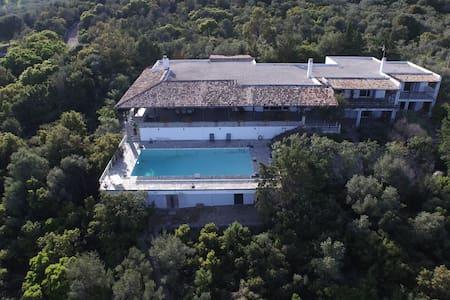 Mansion by the sea w/church-Glyfa-Sleeps14 persons