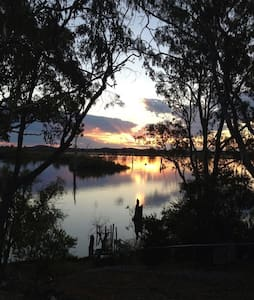 On Goulburn Ponds, Nagambie Lakes - Ev