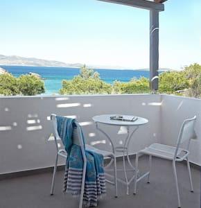 Beach House Antiparos Suites - Bed & Breakfast