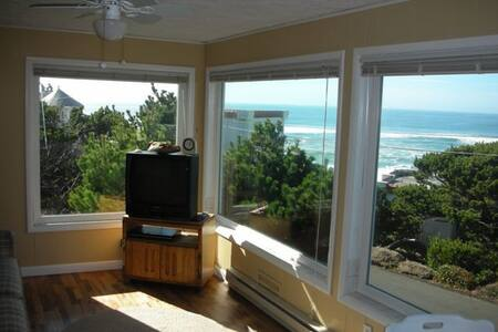 Ocean View Condo w/ Stone Fireplace - Apartment