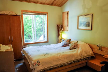 Over The Bridge Suite - Bed & Breakfast