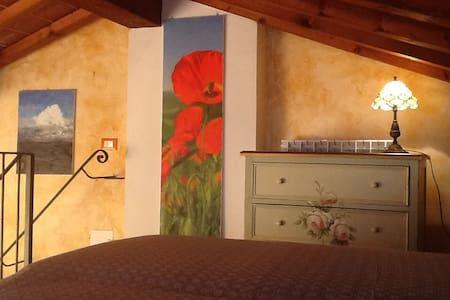 La Piazzetta del Borgo - I Girasoli - Todi - House