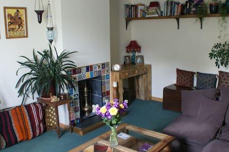 Bright Room Riverside in Truro - Rumah