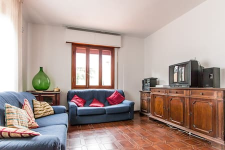 Country house in the hills of Lucca - Villa