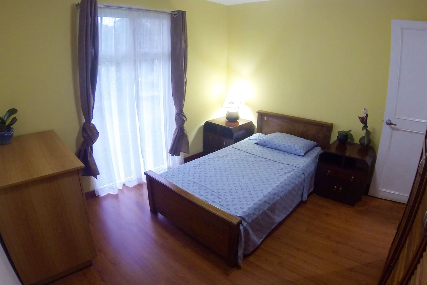 Nice private room with single bed and closet