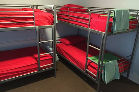 Bunk bed spot #1 Hollywood - Los Angeles - House