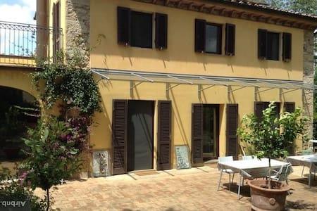 Calme , beauté et accueil familial - Crespina - Apartemen
