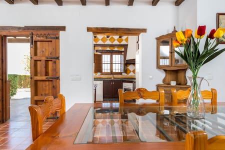 Bonita casa rural, Almáchar, Adrian - Benamargosa