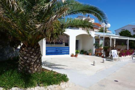 Apartment Rita, on the beach - Byt