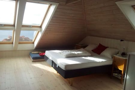 Attic room with a spectacular view - Bergen - Loft