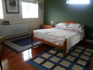 Large Double Room, Walk to Town - Sligo